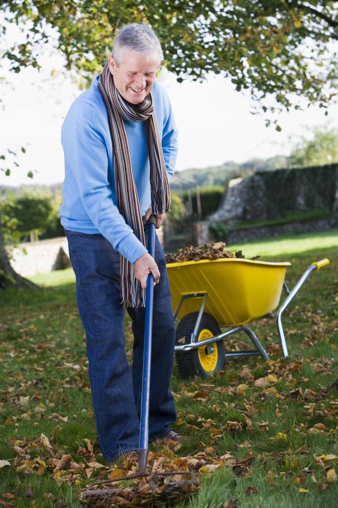caminowestwind-senior-raking-leaves