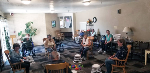 camino-albuquerque-assisted-living-residents-at-play